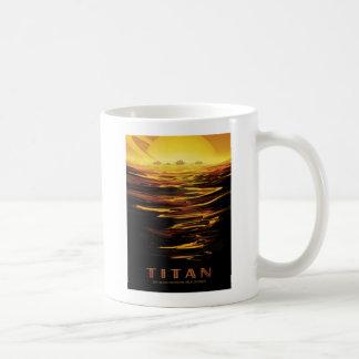 Explore el titán de la luna de Saturns Taza De Café