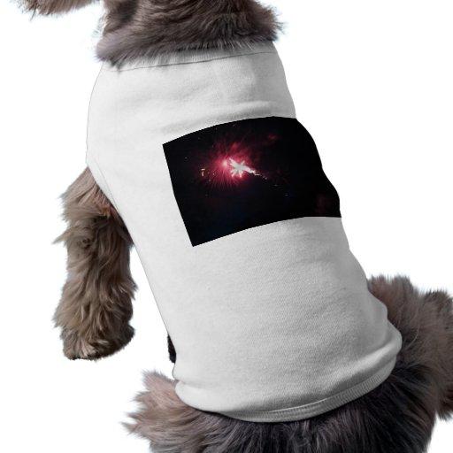 Explosión cósmica playera sin mangas para perro