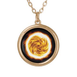 Explosión del fuego collar dorado