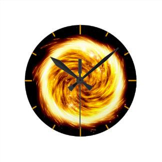Explosión del fuego reloj redondo mediano