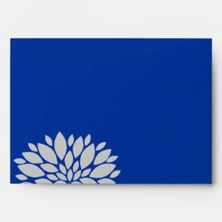 Explosión floral elegante del azul real y de los g sobres