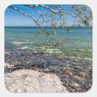 Expósito en la orilla del mar Báltico Pegatina Cuadrada
