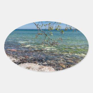Expósito en la orilla del mar Báltico Pegatina Ovalada