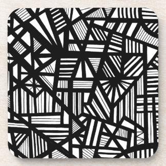 Expresión abstracta de Koria blanco y negro Posavasos De Bebida