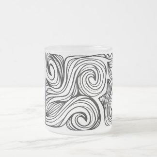 Expresión abstracta de Yurkanin blanco y negro Taza Cristal Mate