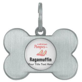 Expresión francesa divertida de los tacones altos placa de nombre de mascota