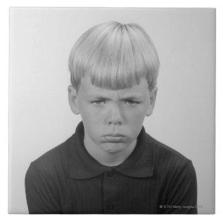 Expresiones faciales del muchacho azulejo cuadrado grande