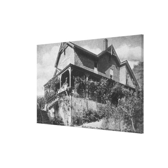 Exterior View of the Hotel Glen Orchy Canvas Print