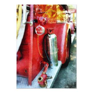 """Extintor en el coche de bomberos invitación 5"""" x 7"""""""