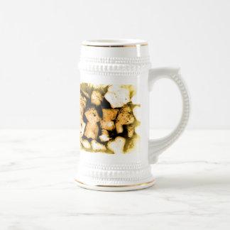 Extracto amarillento de los guijarros jarra de cerveza