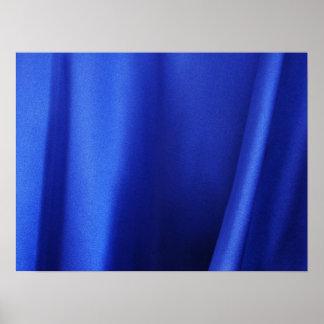 Extracto azul de la tela de seda que fluye póster