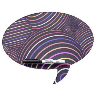 Extracto coloreado arco iris hipnótico de las pizarra blanca