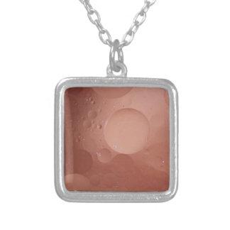 Extracto de color salmón contemporáneo de los círc collares personalizados