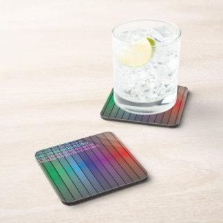 Extracto enrrollado del arco iris posavasos de bebida