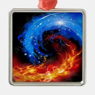 Extracto fresco del fuego y del agua adorno cuadrado plateado
