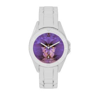 Extracto púrpura de la mariposa reloj de mano