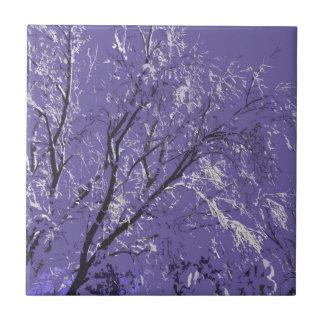 Extracto púrpura de los árboles nevados azulejo cuadrado pequeño