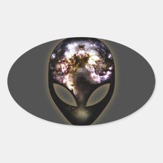 Extranjero cósmico pegatina ovalada