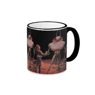Extranjero de la mano de la sacudida del astronaut taza de café