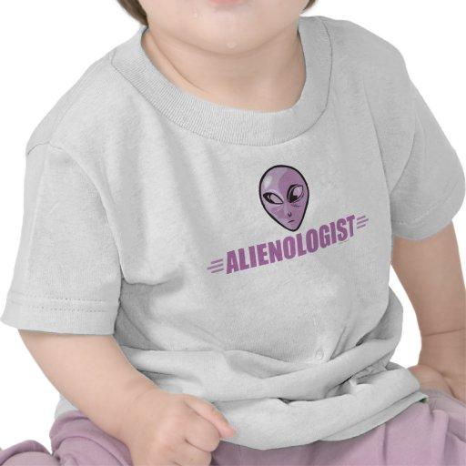 Extranjero púrpura divertido camisetas