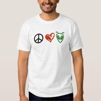 Extranjeros del amor de la paz remeras