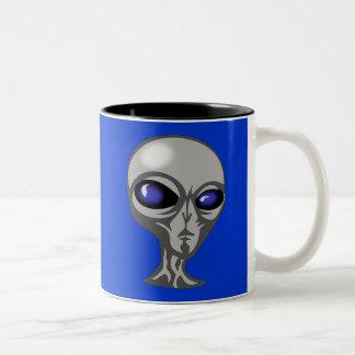 extraterrestrial cósmico enojado extranjero taza dos tonos