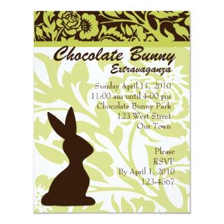 """¡Extravagancia del conejito del chocolate! Invitación 4.25"""" X 5.5"""""""