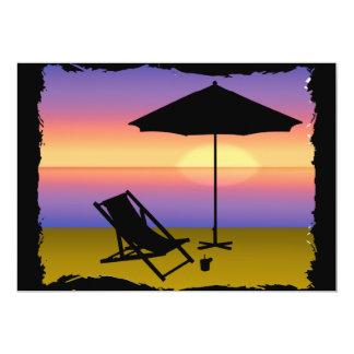 Extremo de los días en la playa con el paraguas y invitación 12,7 x 17,8 cm