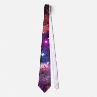 Extremo del ala estrellado del monograma de la corbata