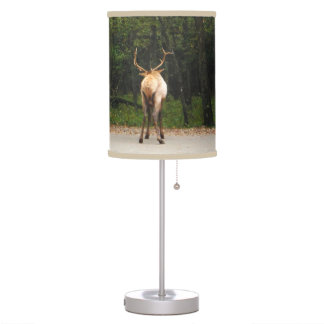 Extremo masculino de los alces en campo del otoño lámpara de mesa