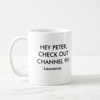 ¡EY PETER, COMPRUEBA HACIA FUERA EL CANAL 9!! , - TAZA CLÁSICA