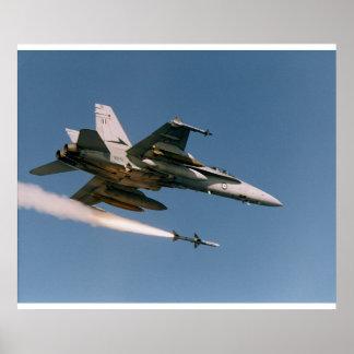 F18 enciende el Sidewinder Póster