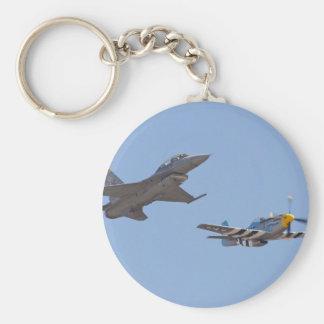 F-16 y p-51 del airshow llavero redondo tipo pin