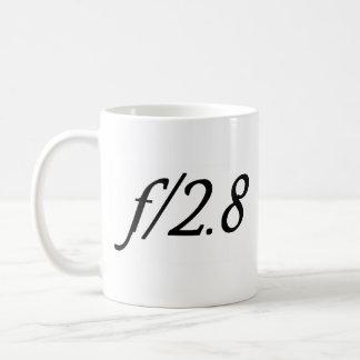 f/2.8 taza básica blanca