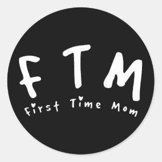 F.T.M. Mamá de la primera vez Pegatina Redonda