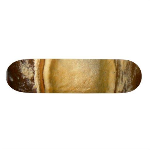 Fabricación de la pasta de la pizza en mi cocina patineta personalizada