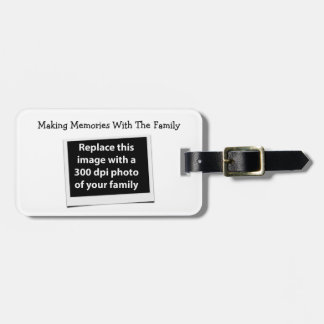 Fabricación de memorias con la foto del etiquetas para maletas