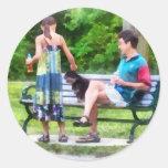 Fabricación de un nuevo amigo en el parque pegatina redonda