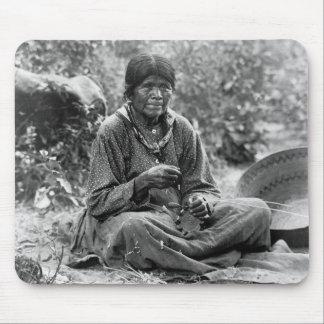 Fabricante de cesta del Paiute 1902 Tapetes De Ratón