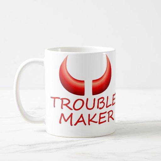Fabricante de problema y taza de café grande de lo