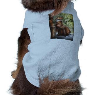 Fabricante del vestido - apenas sentándose camisetas de perro