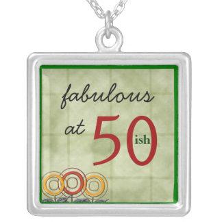 Fabuloso en… el ish 50… colgantes personalizados