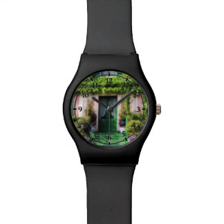 Fachada agradable del jardín relojes