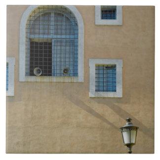 Fachada del edificio en Roma, Italia Azulejo Cuadrado Grande