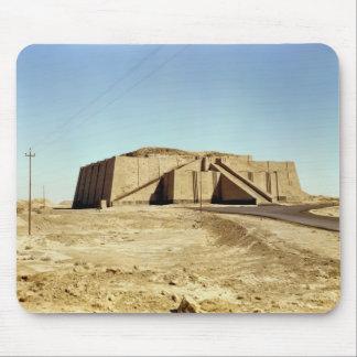 Fachada del noreste del ziggurat, c.2100 A.C. Tapetes De Raton