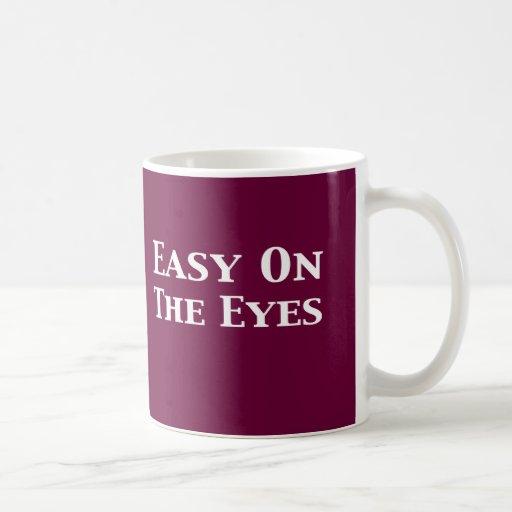 Fácil en los regalos de los ojos taza clásica