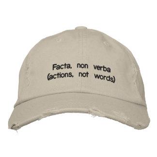 Facta, no verba (acciones, no palabras) gorras de beisbol bordadas