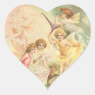 Faeries de la fantasía del vintage pegatina en forma de corazón