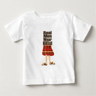 Faldas escocesas reales del desgaste de hombres t-shirts