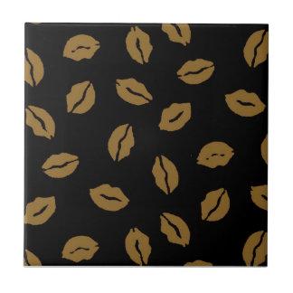 Fall kisses pattern tile